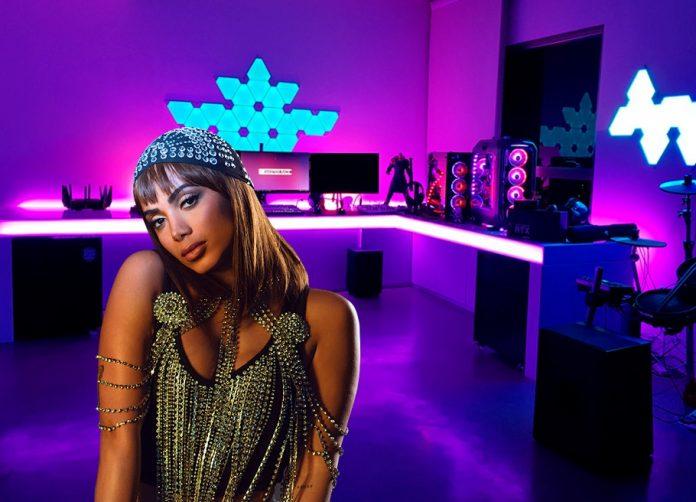 A cantora Anitta fará vídeos de jogos para facebook em outubro