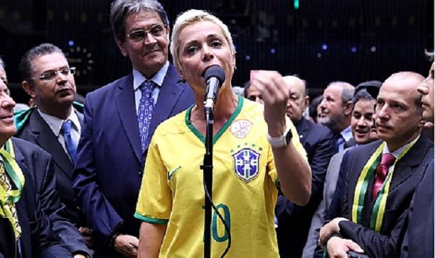 Pre-candidata a prefeitura do Rio, Cristiane Brasil se apresentou a polícia para ser presa