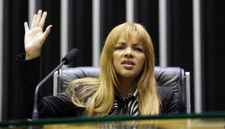 Cumprindo ordem judicial Flordelis passa a usar tornozeleira electronica