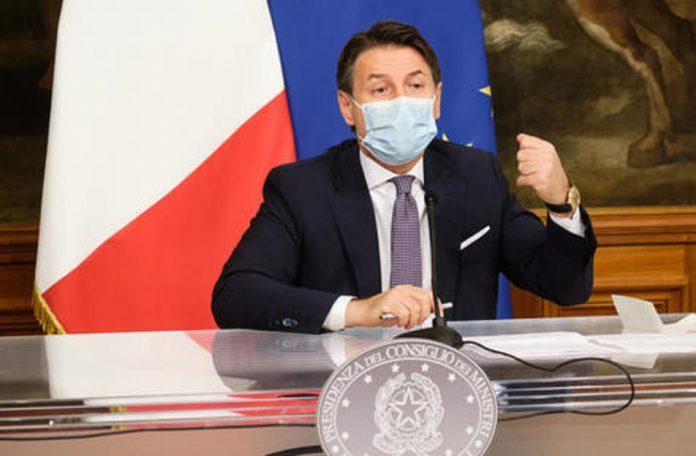 Premiê da Itália contraria conselho e prevê vacina para dezembro