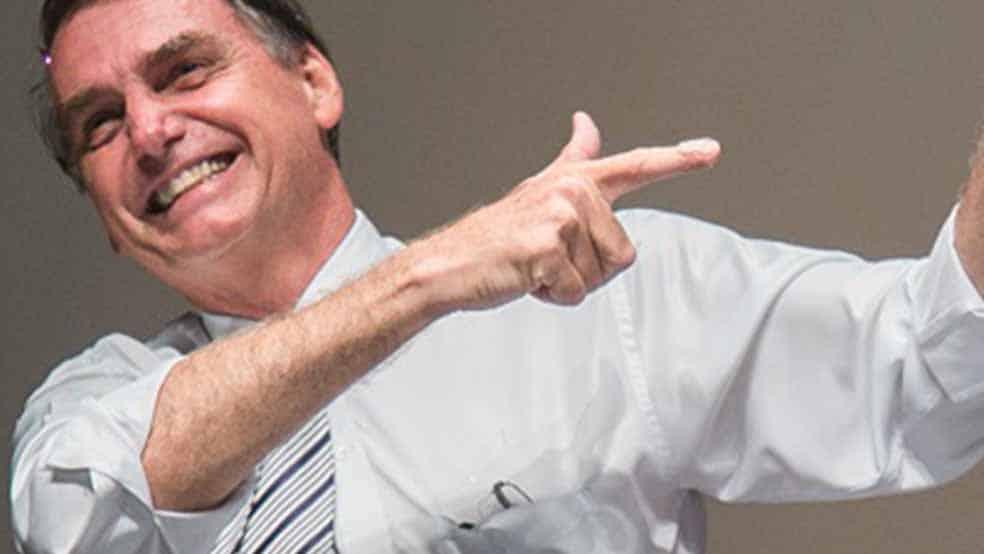 Com vitória de Arthur Lira, Bolsonaro retoma a fala em redução de pena policial e arma